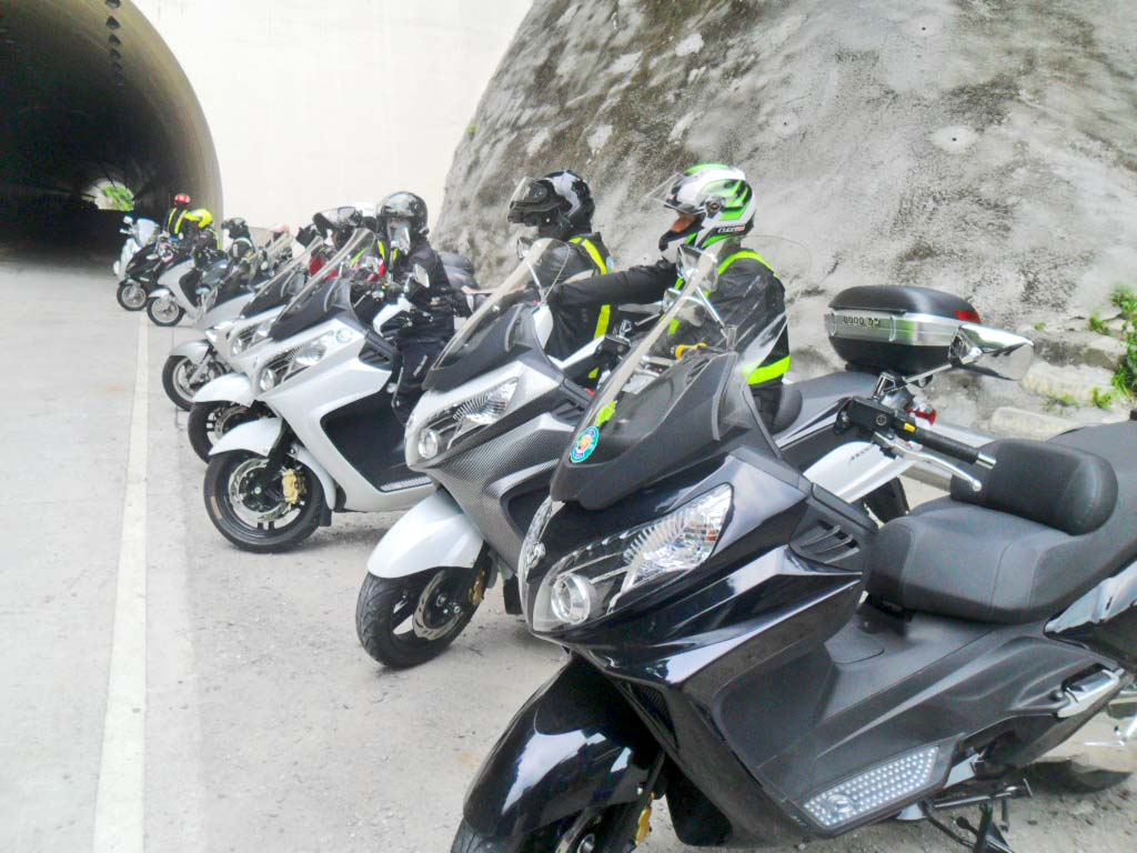Kaybiang Tunnel Ride On Board SYM's Maxsym 400i | Inside Racing